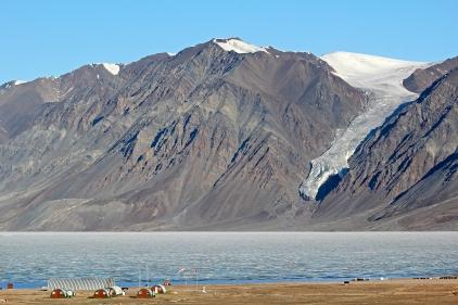 """Glacier """"la main de Dieu"""" au fjord Tanquary - Parc National de Quttinirpaaq (Île d'Ellesmere, Nunavut, Canada) ©Bertrand Lemeunier"""
