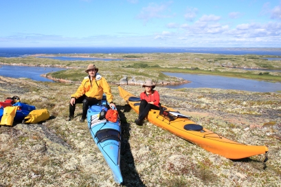 Portage d'un kilomètre lors de notre expédition de 200 km en kayak de mer (Basse Côte Nord, Québec, Canada) ©Bertrand Lemeunier