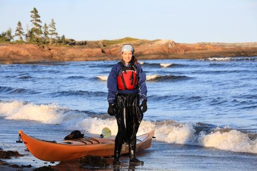 Portrait de ma compagne Vanessa lors de notre expédition de 200 km en kayak de mer (Basse Côte Nord, Québec, Canada) ©Bertrand Lemeunier