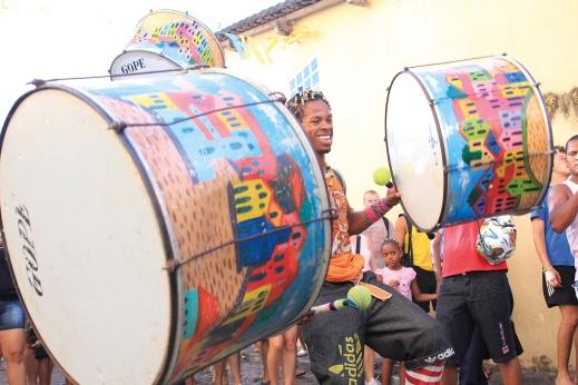 Ambiance carnavalesque à Salvador - joueurs de percussions (Bahia, Brésil) ©Bertrand Lemeunier