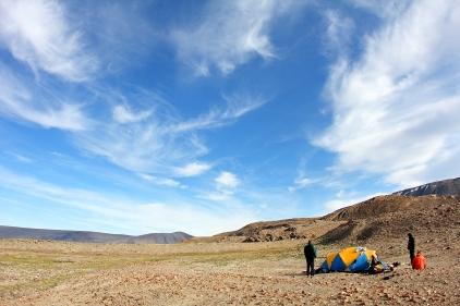 Camping lors de notre randonnée de 120 km en 6 jours au Parc National de Quttinirpaaq (Île d'Ellesmere, Nunavut, Canada) ©Bertrand Lemeunier