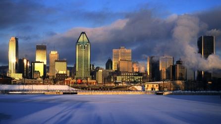 Lever de soleil et brume en hiver sur la ville de Montréal (Québec, Canada) ©Bertrand Lemeunier