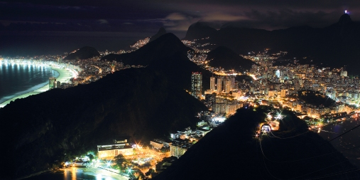 Rio de Janeiro de nuit vu depuis la montagne du Pain de Sucre (Brésil) ©Bertrand Lemeunier