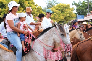 Défilé à cheval lors de la manifestation religieuse du Cirio de Nazaré (Île de Marajó, Pará, Brésil) ©Bertrand Lemeunier