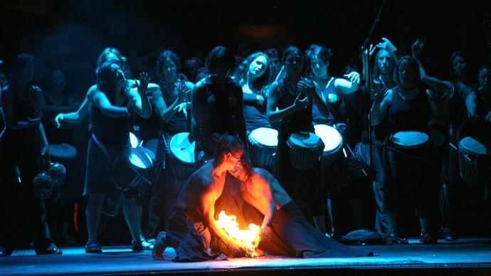 Spectacle de feux et de percussions par l'école Samajam (Montréal, Québec, Canada) ©Bertrand Lemeunier