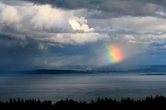 """""""La vie est comme un arc-en-ciel : il faut de la pluie et du soleil pour en voir les couleurs."""" A. Ramaiya - Fleuve St-Laurent, Charlevoix (Québec, Canada) ©Bertrand Lemeunier"""