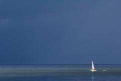 """""""La mer touche au plus profond de l'homme. Dans la lumière du soleil, n'est-elle pas le miroir de l'âme humaine ? """" Philippe Plisson Bateau sur le fleuve St-Laurent, Charlevoix (Québec, Canada) ©Bertrand Lemeunier"""