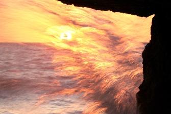 Coucher de soleil et pose lente avec les vagues (Terre-Neuve, Canada) ©Bertrand Lemeunier