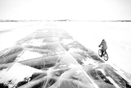 Route de glace à vélo (Yellowknife, Territoires du Nord-Ouest, Canada) ©Bertrand Lemeunier