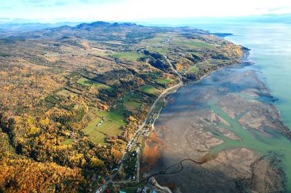 Magnifique paysage de Charlevoix en automne vue depuis un hélicoptère (Saint-Joseph-de-la-Rive, Québec, Canada) ©Bertrand Lemeunier