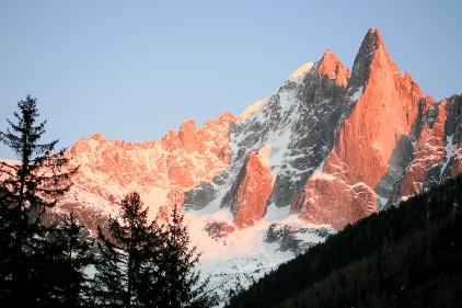 Aiguille des Drus au coucher du soleil (Massif du Mont-Blanc, Chamonix, France) ©Bertrand Lemeunier