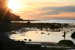Yoga et équilibre au lever du soleil à Cap-à-l'Aigle, Charlevoix (Québec, Canada) ©Bertrand Lemeunier