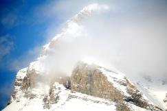 Montagnes Rocheuses dans les nuages (Alberta, Canada) ©Bertrand Lemeunier
