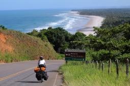 Magnifique paysage à vélo en direction de la ville d'Ilhéus (Bahia, Brésil) ©Bertrand Lemeunier