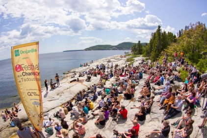 Un décor de rêve pour le spectacle de Ten Strings and the Goat au Festival de la Chanson de Tadoussac (Québec, Canada) ©Bertrand Lemeunier
