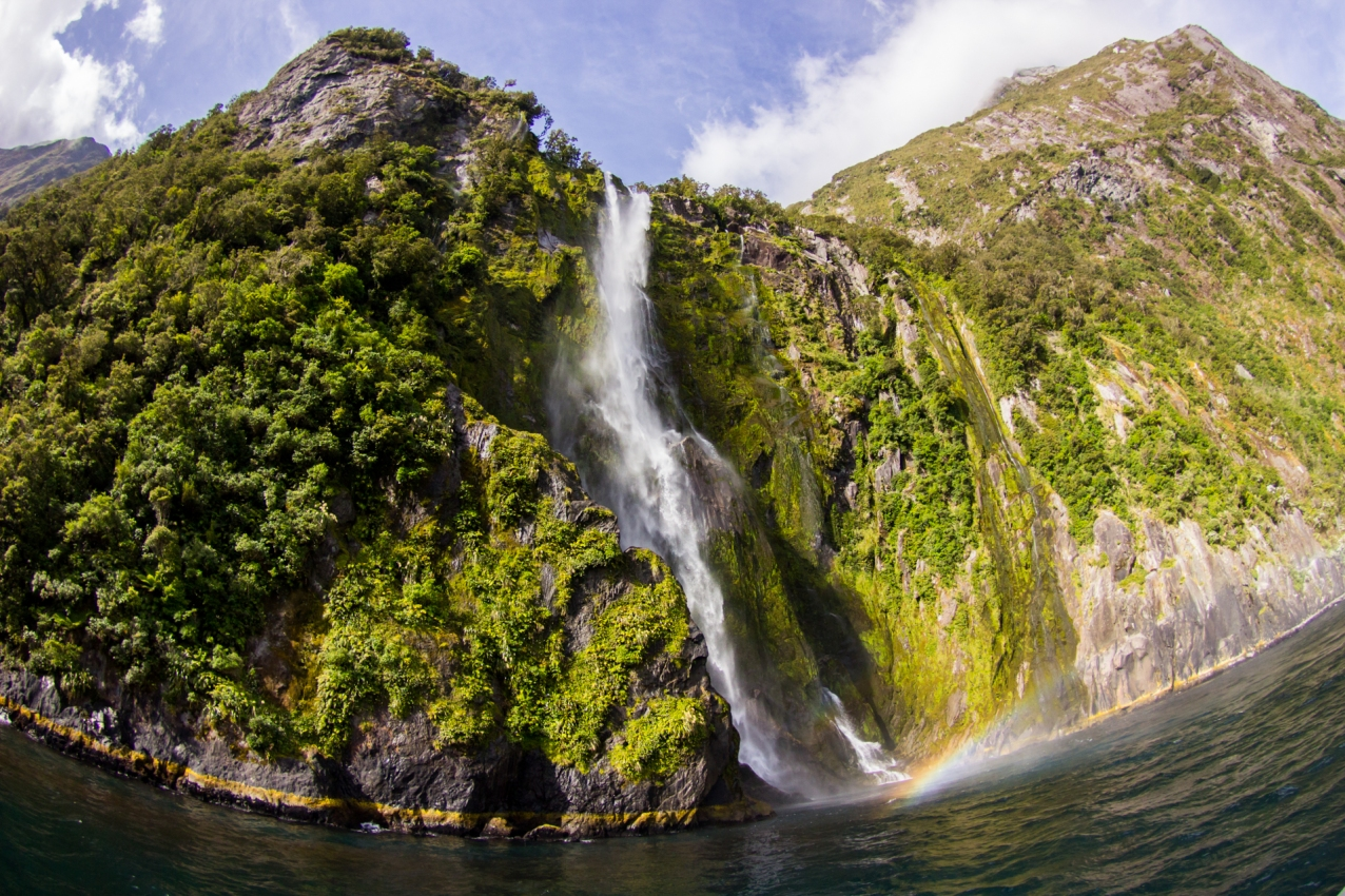 20-Parc-National_Fiordland_Stirling-Falls_fjord_NZ_Terra-Tributa